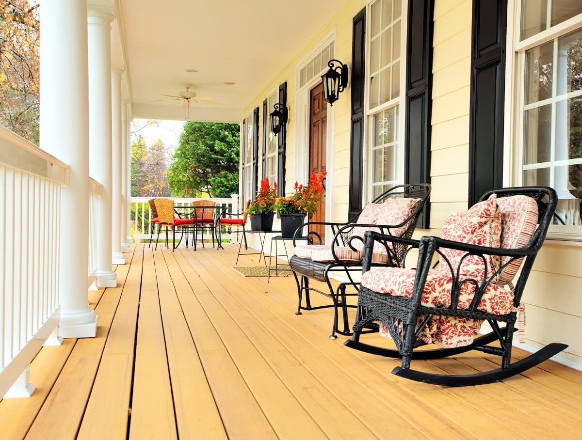 This-front-porch-design-epitomizes-the-classic-rocking-chair-style-porch